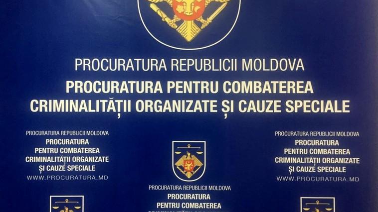 Destructurarea unui grup criminal organizat, specializat în contrabandă cu droguri
