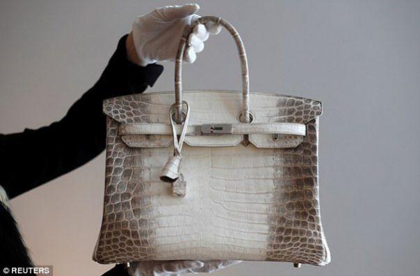 Cât a costat cea mai scumpă geantă din lume – Hermes Birkin.