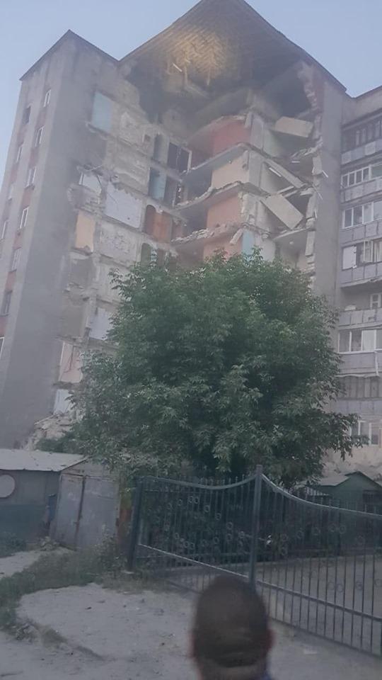 VIDEO | Un bloc de locuit cu 9 etaje din Otaci s-a prăbușit în urma unei explozii