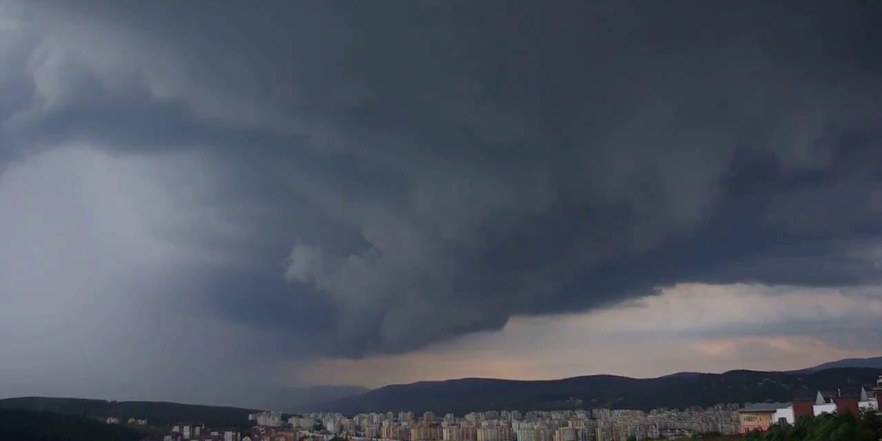 În țară se aşteaptă furtuni, averse şi vânt puternic
