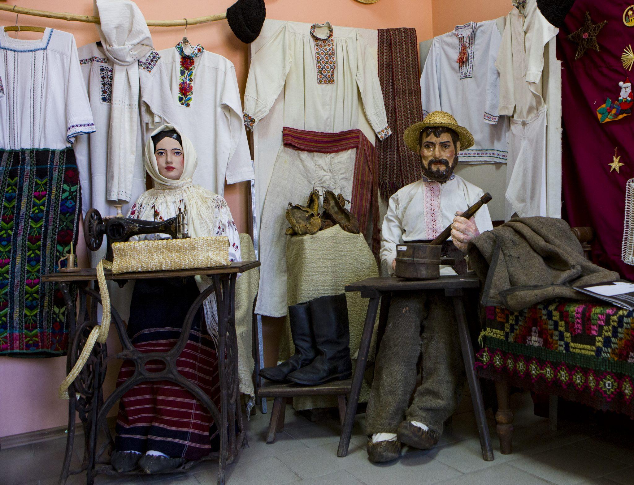 FOTO | Cele mai vechi exponate ale portului popular expuse la Muzeul din Bălți