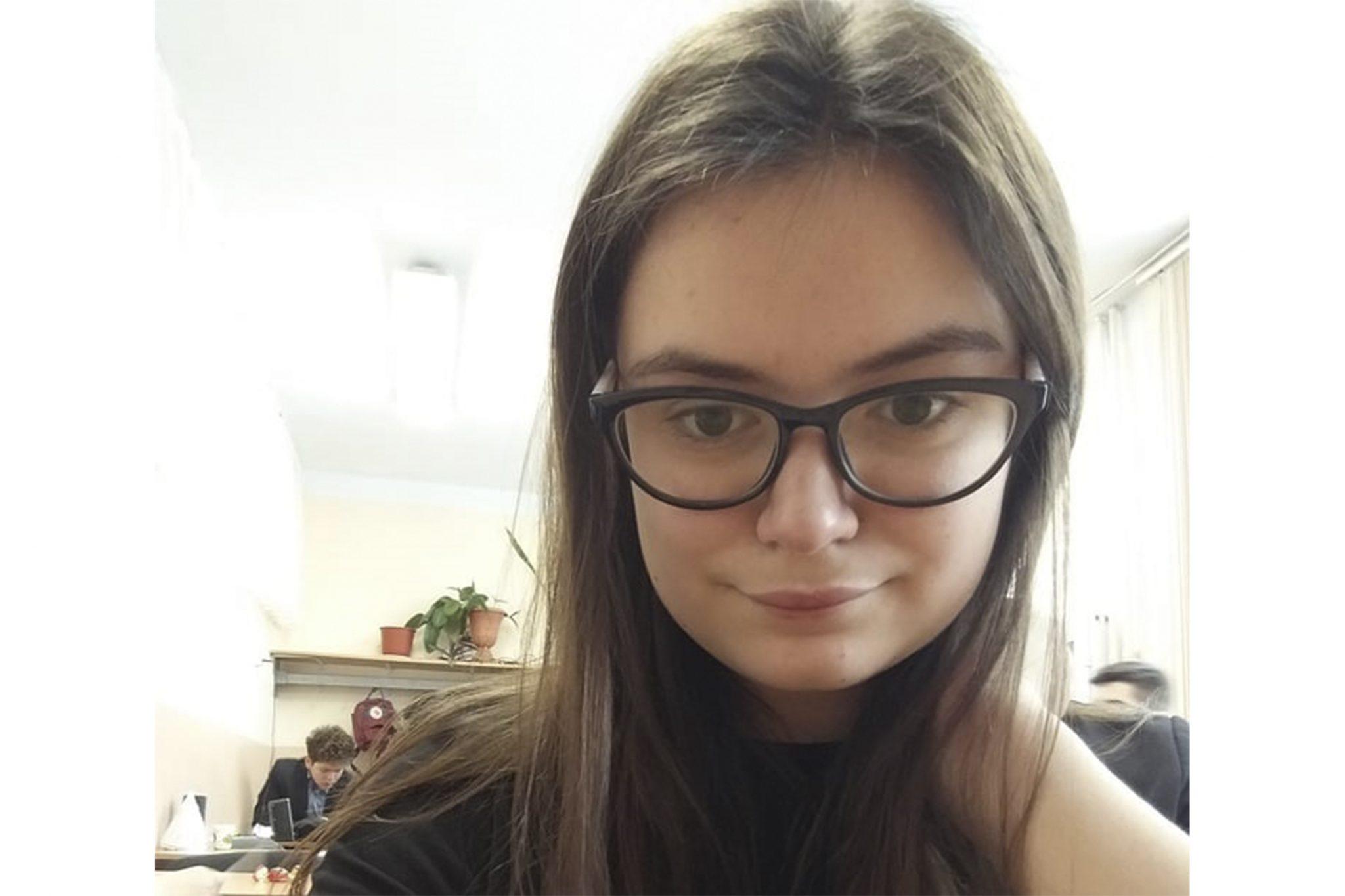 """Alina Tarlapan, unica liceeană din Bălți cu 10 pe linie: """"Visez să contribui la ameliorarea stării de lucruri din Republica Moldova"""""""