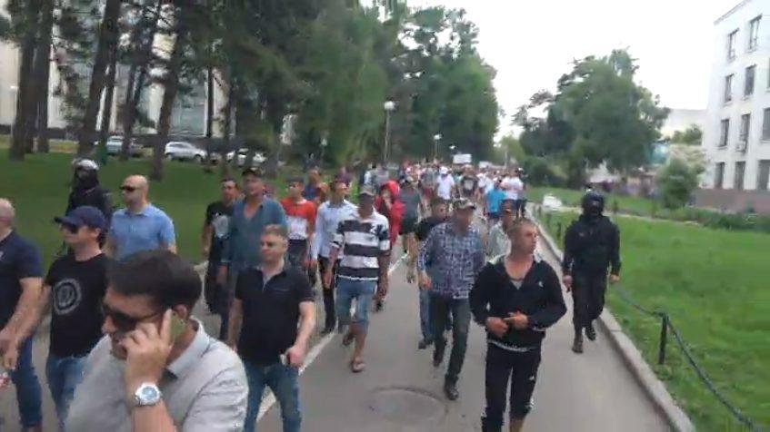 FOTO | Peste 3000 de persoane au fost aduse organizat la protestul din capitală