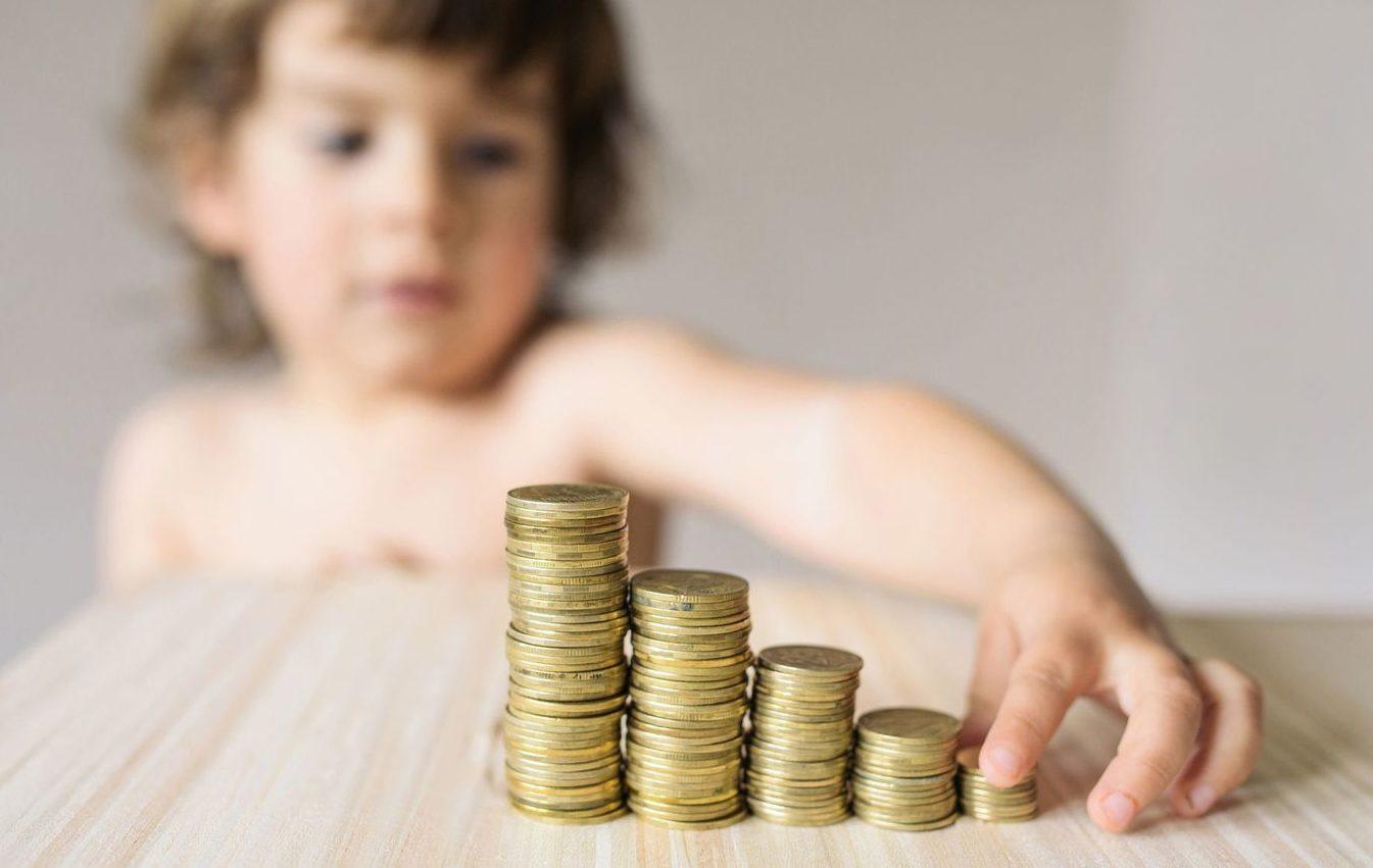 A fost extins termenul în care tații pot solicita indemnizația paternală