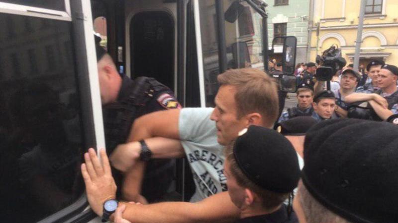 Poliția a arestat la Moscova zeci de manifestanți, printre care Aleksei Navalnîi