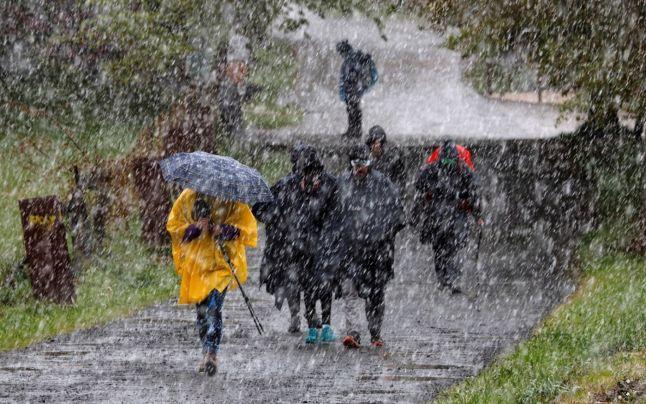 Meteorologii au anunţat Cod Galben de furtună