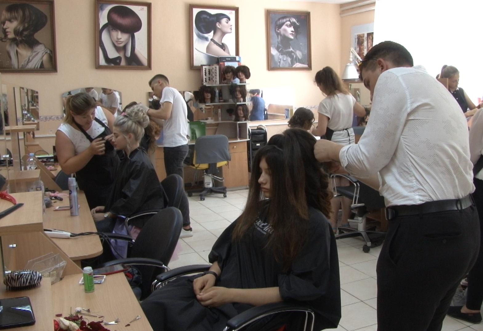 VIDEO | Examen de calificare pentru tinerii coafori din Bălți
