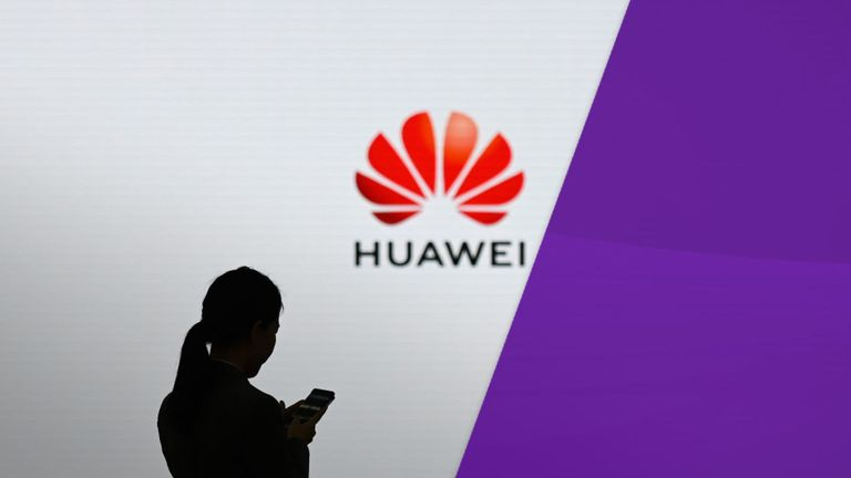 Huawei vinde aproximativ 500.000 – 600.000 de smartphone-uri pe zi