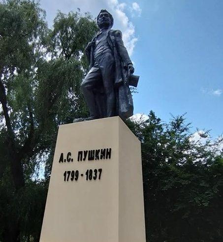 După ce a stat un an și jumătate decapitat, monumentul lui Pușkin de la Fălești a fost restaurat