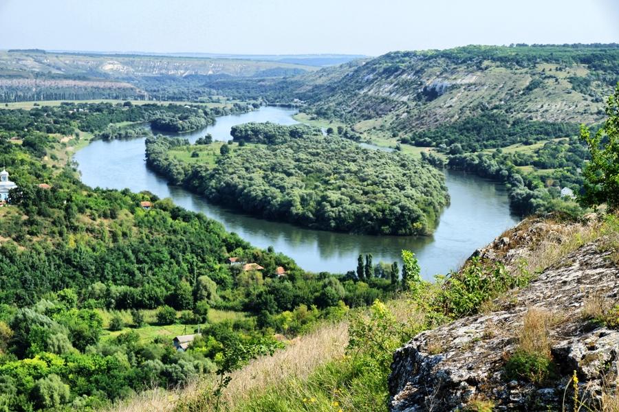 Curiozitatea curiozității! Știați că… Satul Naslavcea este situat pe dealuri pitoreşti şi creează impresia unui adevărat sat de munte?