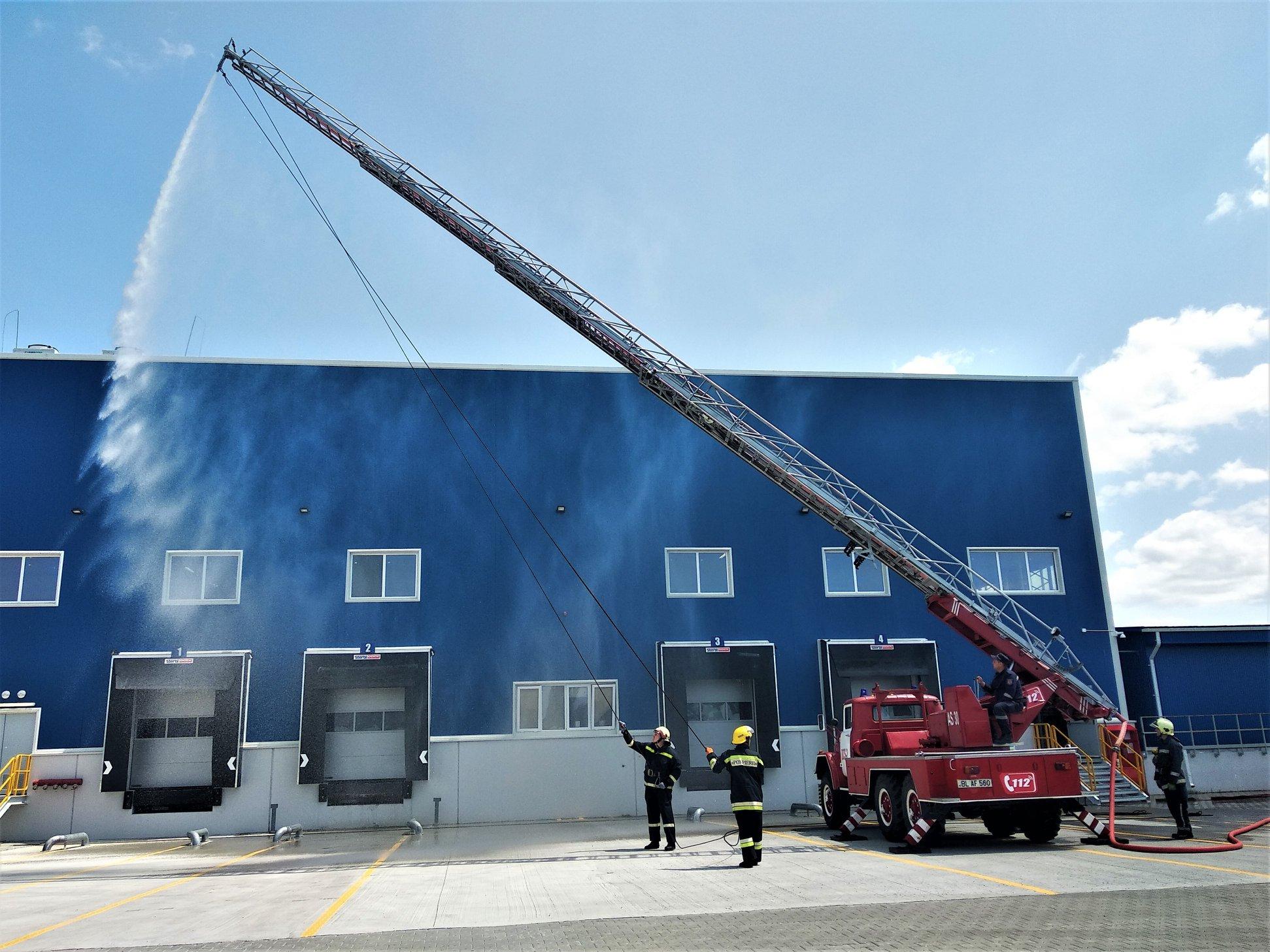 Pompierii din Bălți au simulat o situație de incendiu