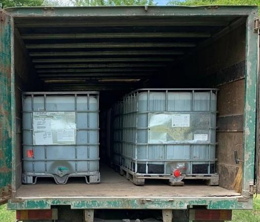 Polițiștii din Briceni au confiscat 10 tone de alcool