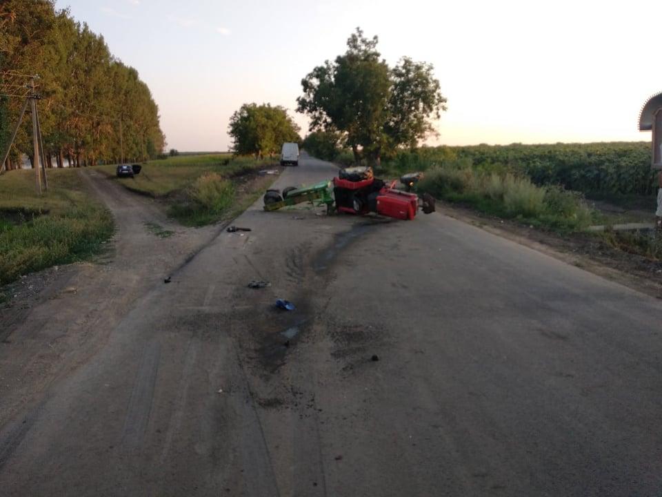 FOTO | Un tractorist a fost accidentat grav în raionul Glodeni