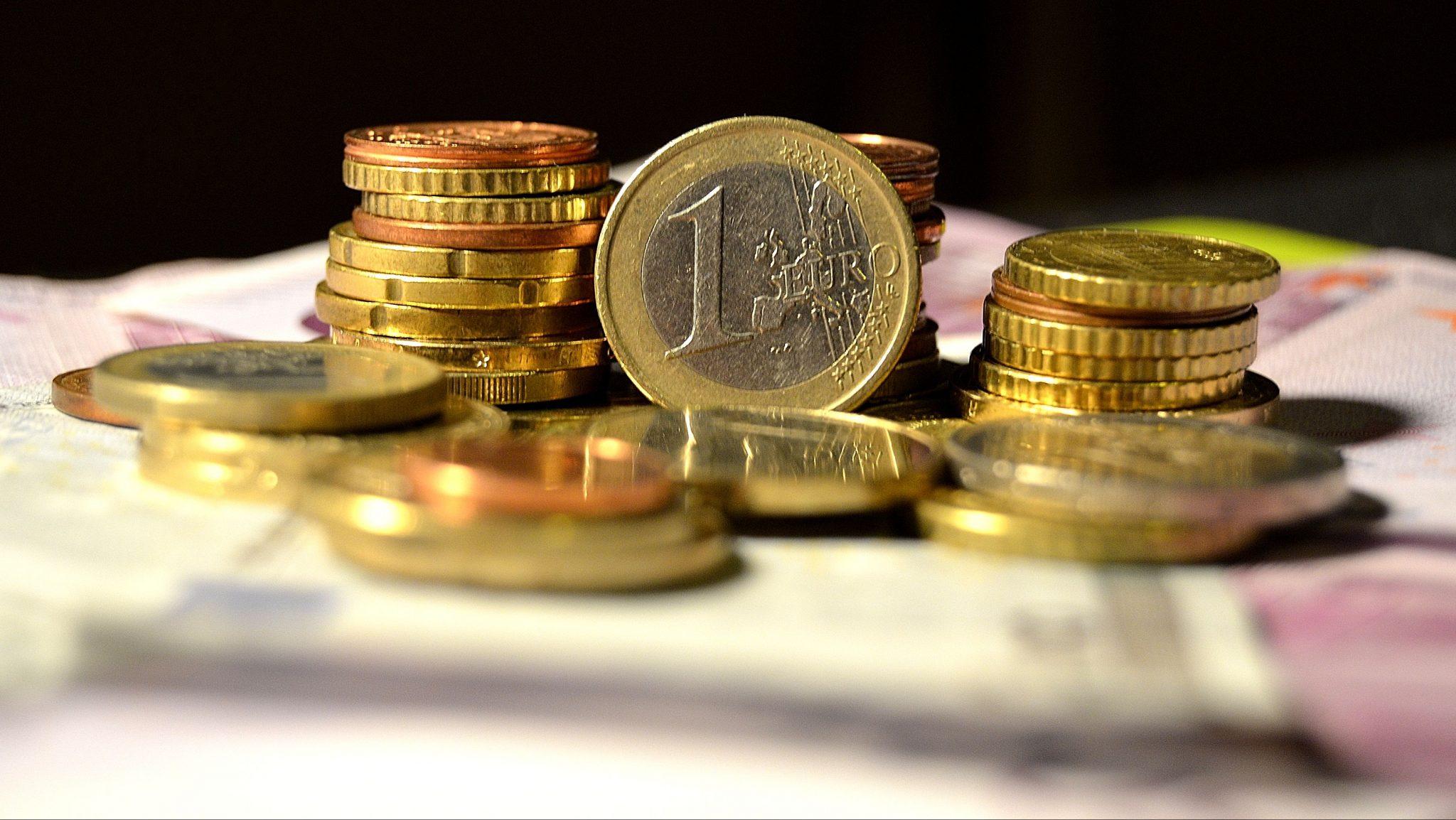Dolarul se va scumpi, iar euro se va ieftini