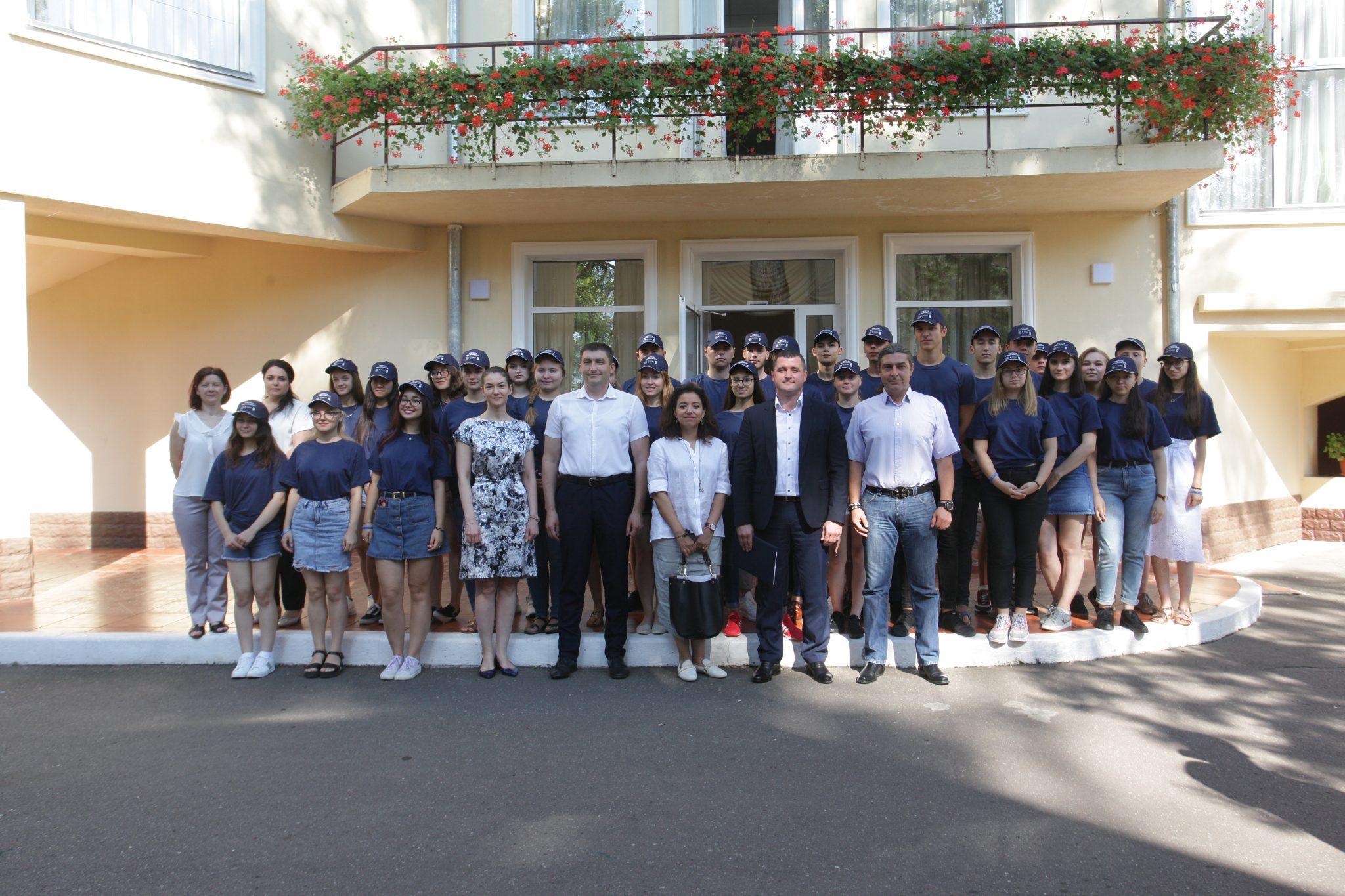 Tineri ambasadori ai integrităţii din Republica Moldova şi România s-au întrunit la o şcoală anticorupţie