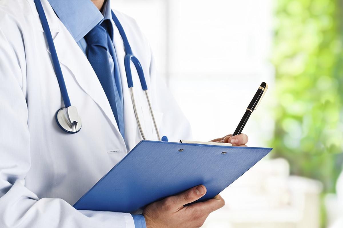 Decizie în instanţă. Doi medici din Iaşi trebuie să plătească daune uriaşe pentru un tratament prescris greşit