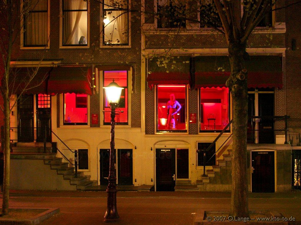 Schimbare radicală în Olanda! Celebrele prostituate din Amsterdam nu vor mai fi expuse în vitrine