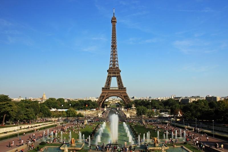 Cetăţenii francezi vor primi o pensie completă abia la 64 de ani