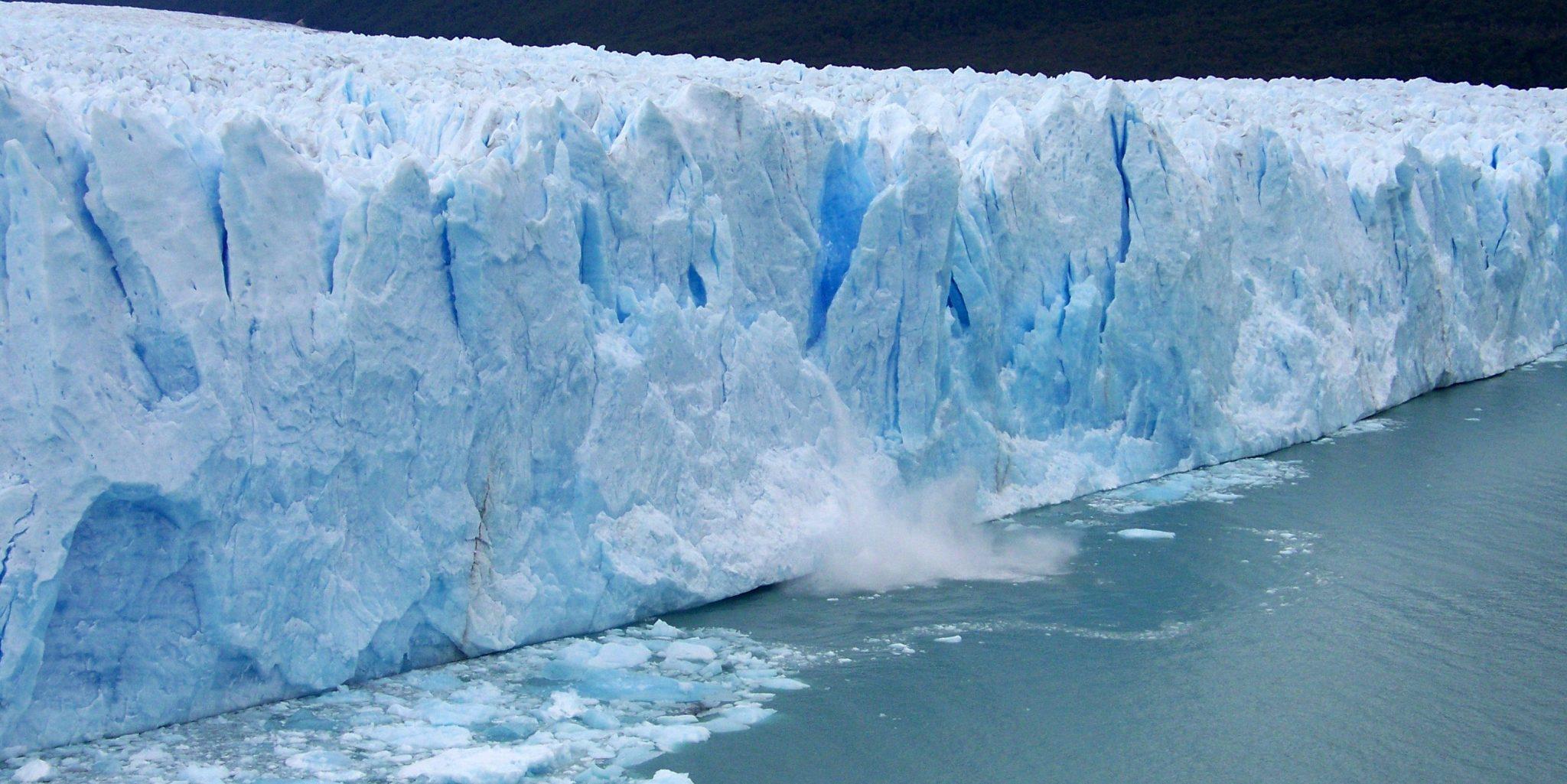 Topirea gheţarilor sub apă are loc cu o viteză mai mare faţă de ce s-a crezut