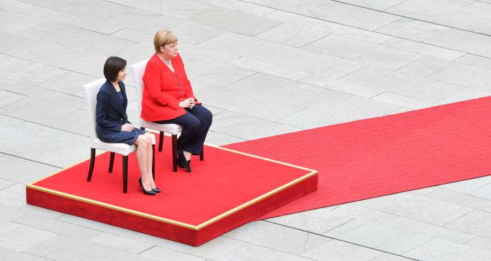 Germania: Angela Merkel a stat pe scaun la intonarea imnurilor naționale, la primirea Maiei Sandu