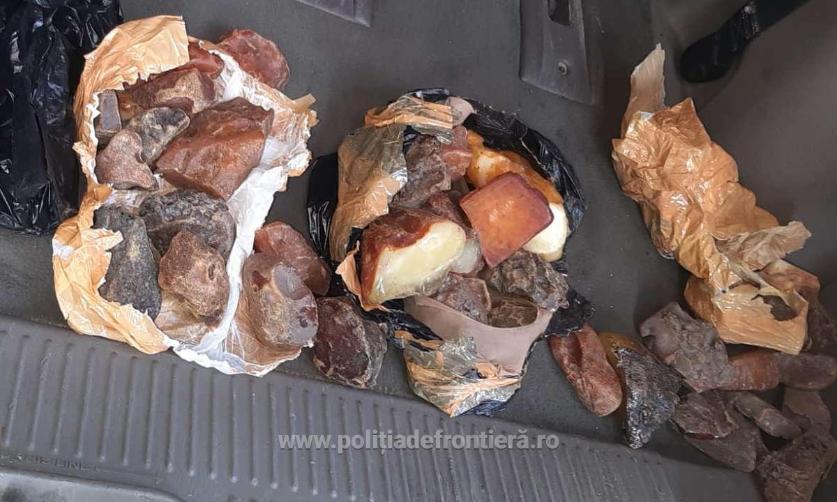 Un moldovean, prins la frontiera română cu 4 kg de chihlimbar