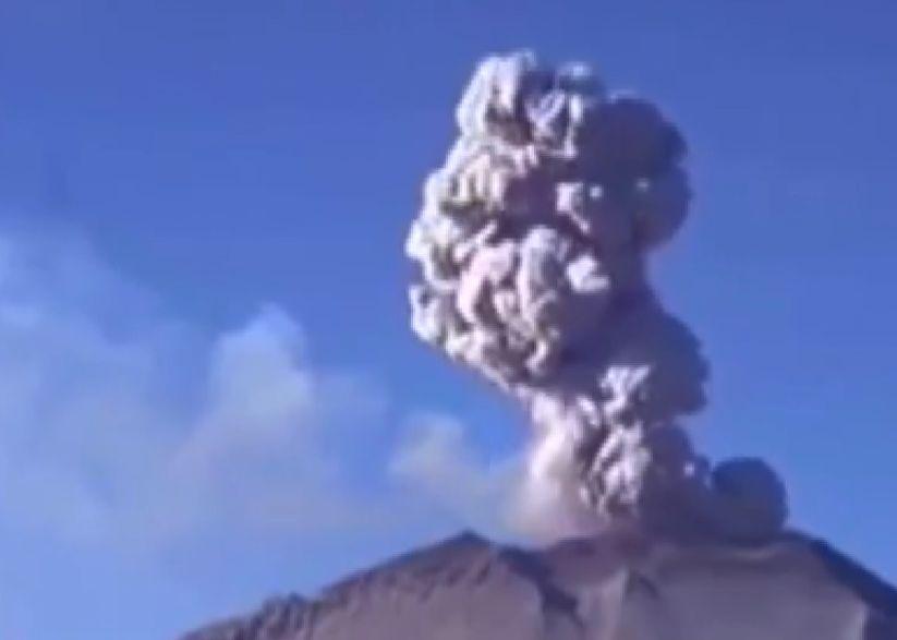 Două explozii s-au produs în craterul vulcanic din Peru. Oamenii care locuiesc în preajma lui au fost evacuați
