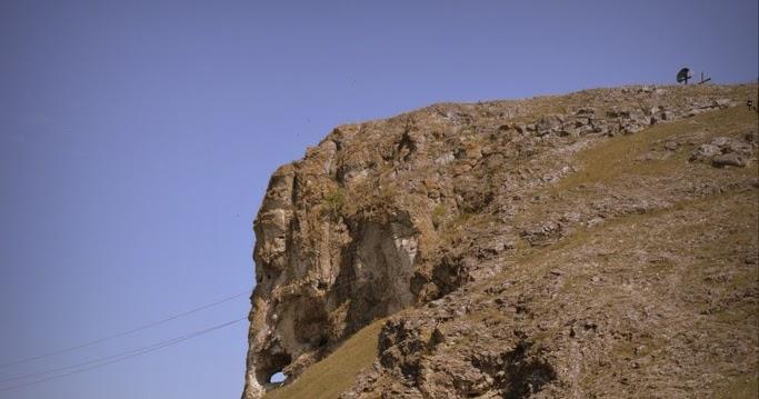 Curiozitatea curiozității! Știați despre… Elefantul de la Buteşti sauMonstrul de piatră din era paleolitică?