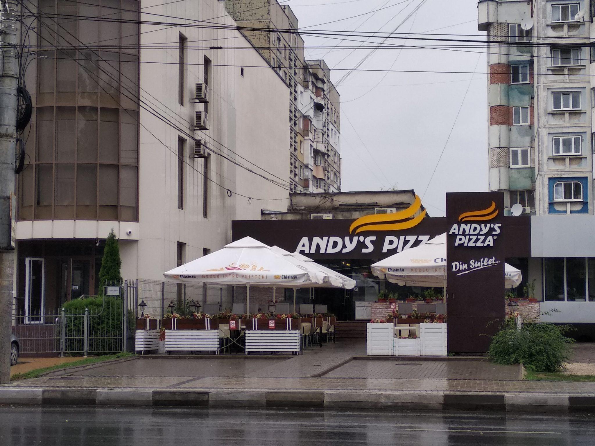 Grăsimea depusă pe hota din bucătărie a provocat incendiul de la Andy's Pizza din Bălți