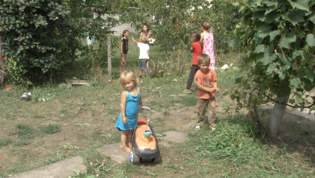VIDEO | Familia Curicheru cu 7 copii din Popovca, Fălești a primit o donație și își pot cumpăra casa pe care o închiriază