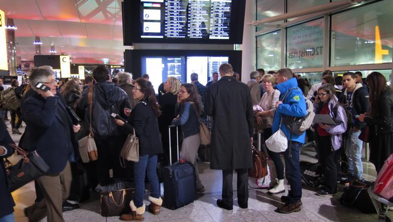 Activiştii pentru climă anunță un protest care ar duce la suspendarea zborurilor pe unul dintre cele mai mari aeroporturi din lume