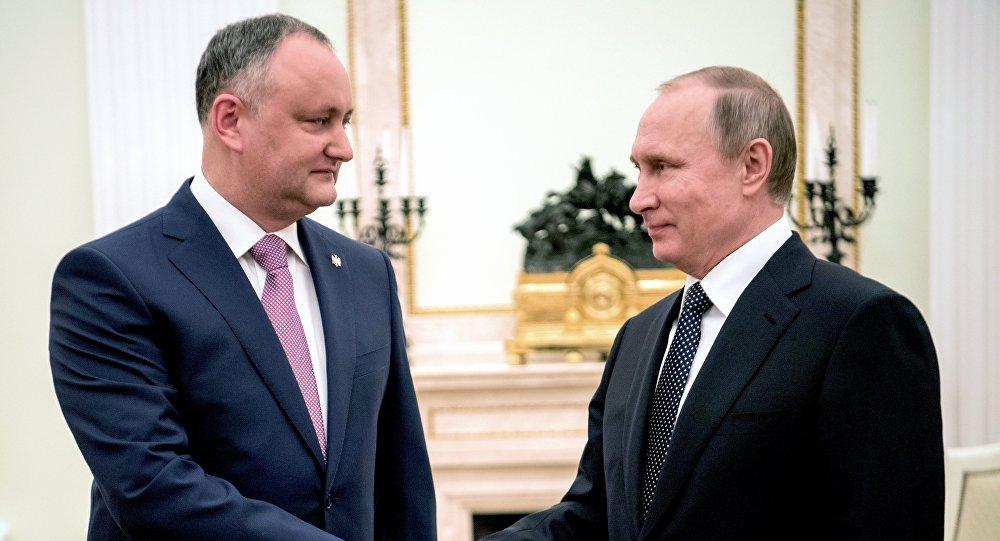 """Anatol Moraru // Putin sărbătorește """"pobeda"""", iar Dodon """"eliberarea"""""""