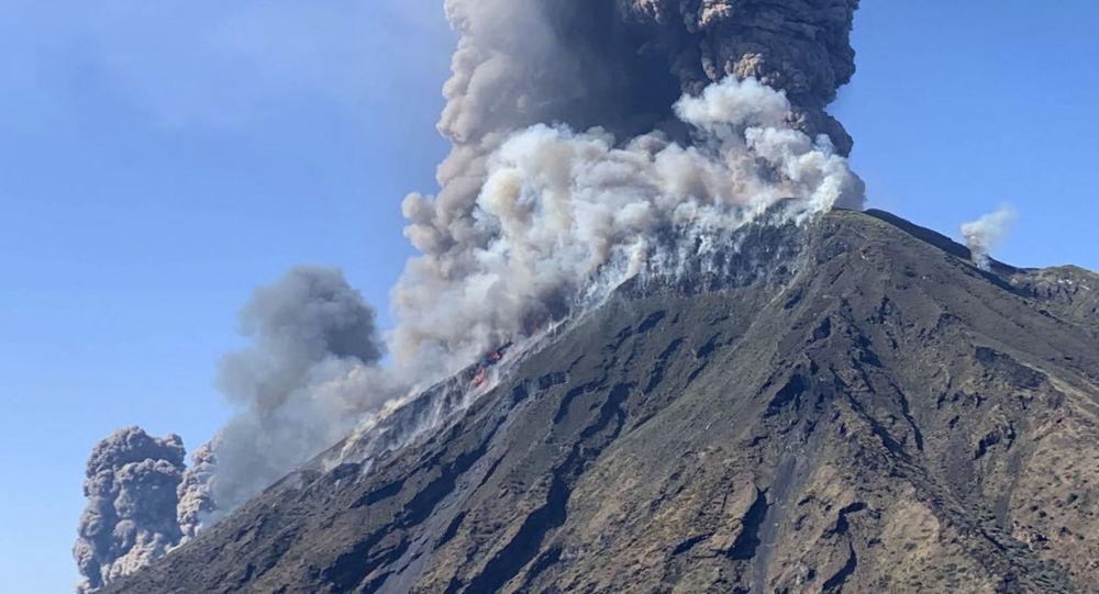 Unul dintre cei mai activi vulcani din Italia a erupt