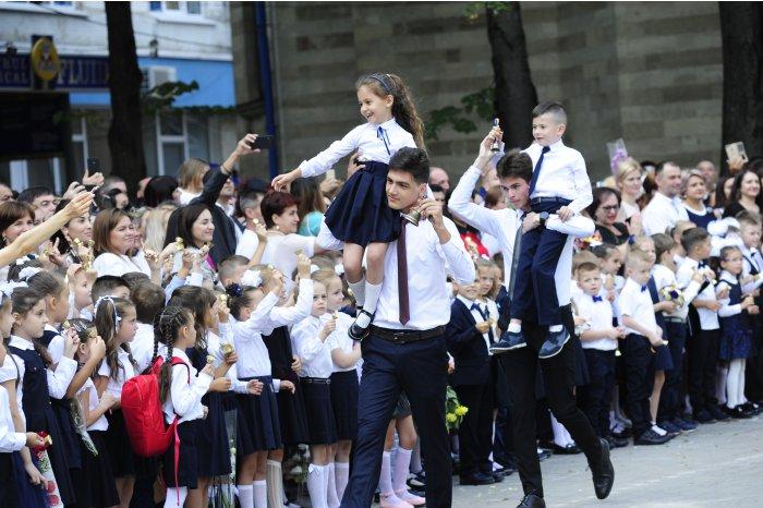 Circa 35 de mii de copii au mers anul acesta în clasa I
