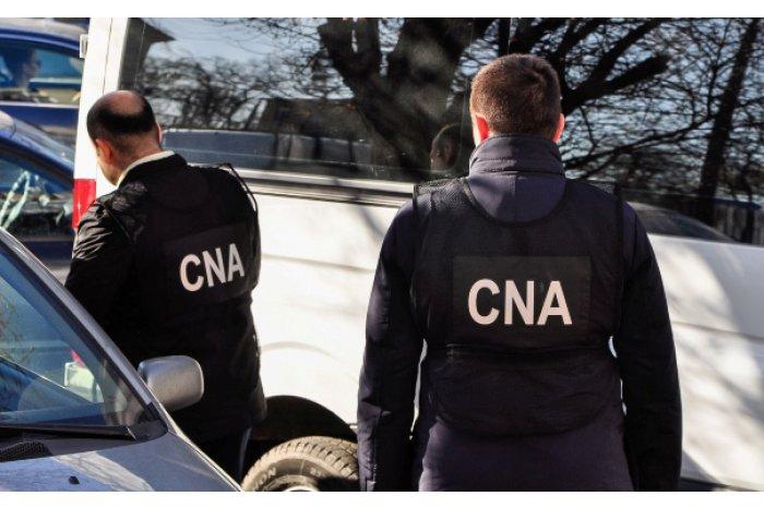 Ofiţerii PA și CNA efectuează percheziţii la aeroport