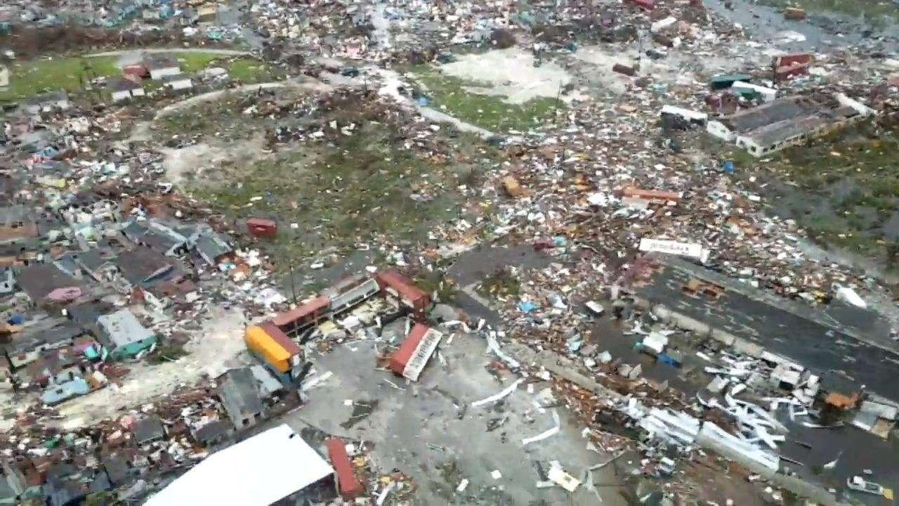 """Число жертв на Багамских остравах растёт после урагана """"Дориан"""""""