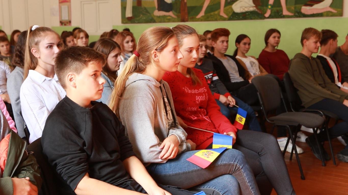 Elevii liceului din satul Corlăteni, raionul Rîșcani, vizitați de o delegație de ambasadori