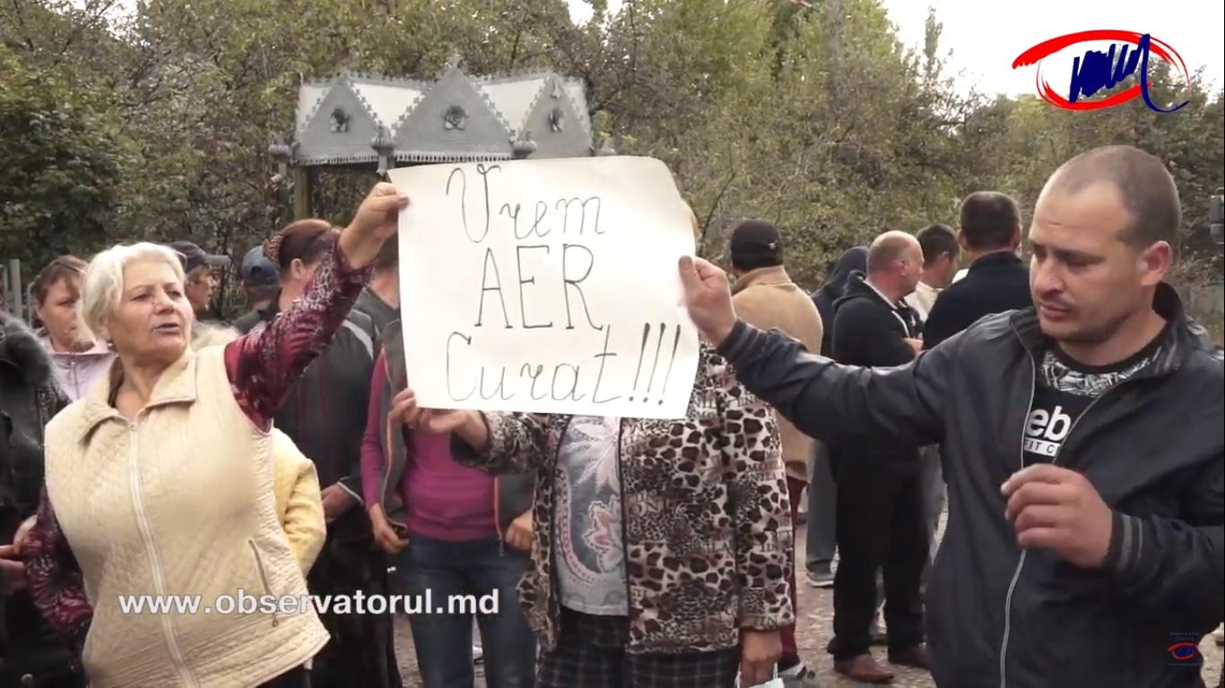 VIDEO | Locuitorii unui sat din nordul republicii au blocat traseul Soroca – Otaci