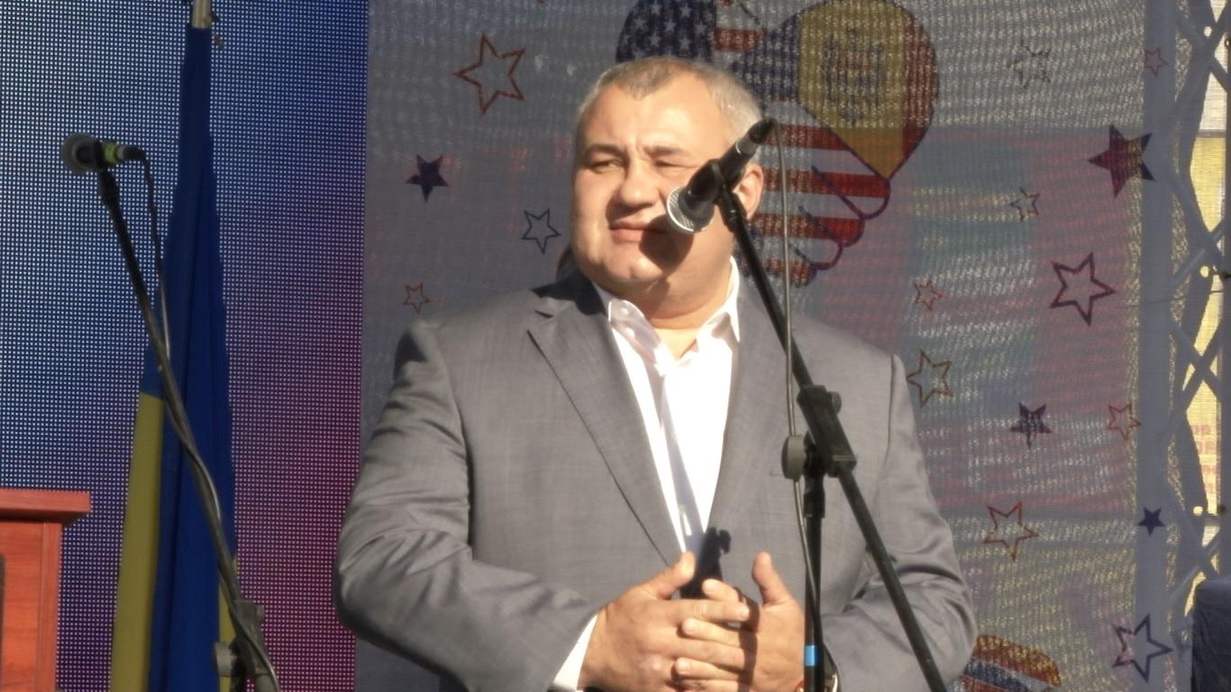 VIDEO | Primarul de Bălți iarăși nu și-a făcut tema la limba română. A vorbit în fața ambasadorului SUA rusește