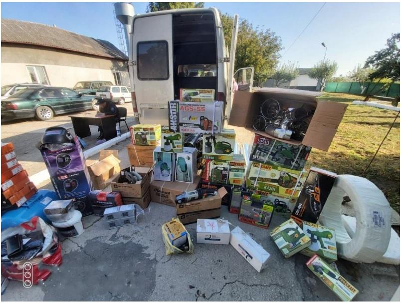 Un lot de mărfuri fără acte de proveniență, depistat de polițiștii de frontieră din Lipcani