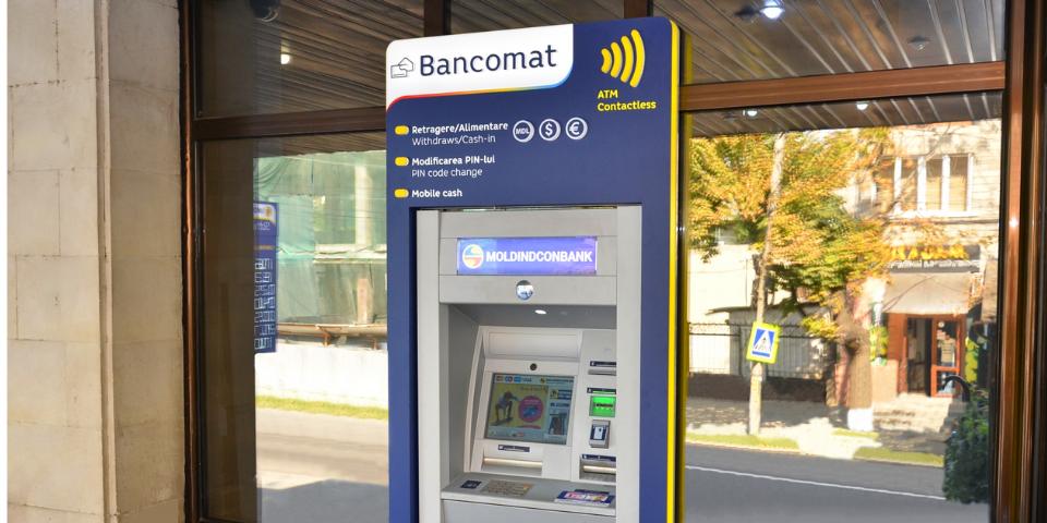 Moldindconbank запустил первый в стране банкомат, принимающий бесконтактные карты