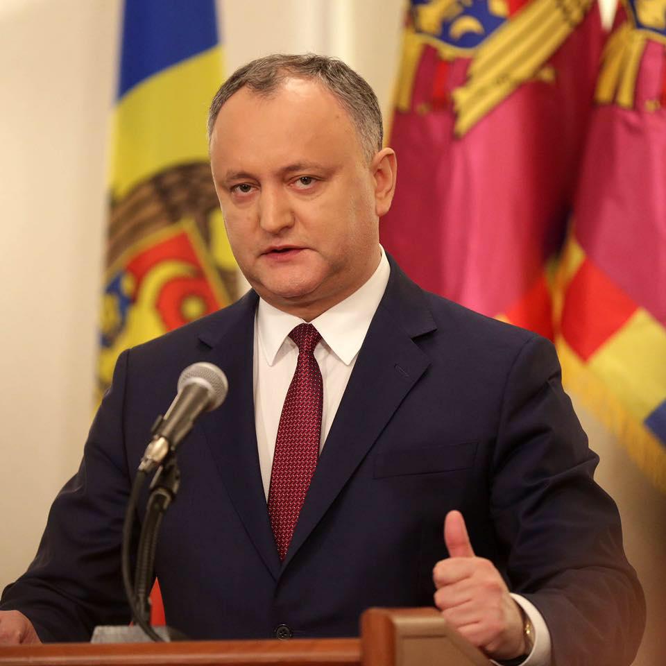 Додон намерен вернуть Air Moldova и аэропорт Кишинёва