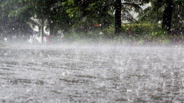 Alertă meteo! Deseară și la noapte se așteaptă ploi puternice, însoțite de descărcări electrice și grindină