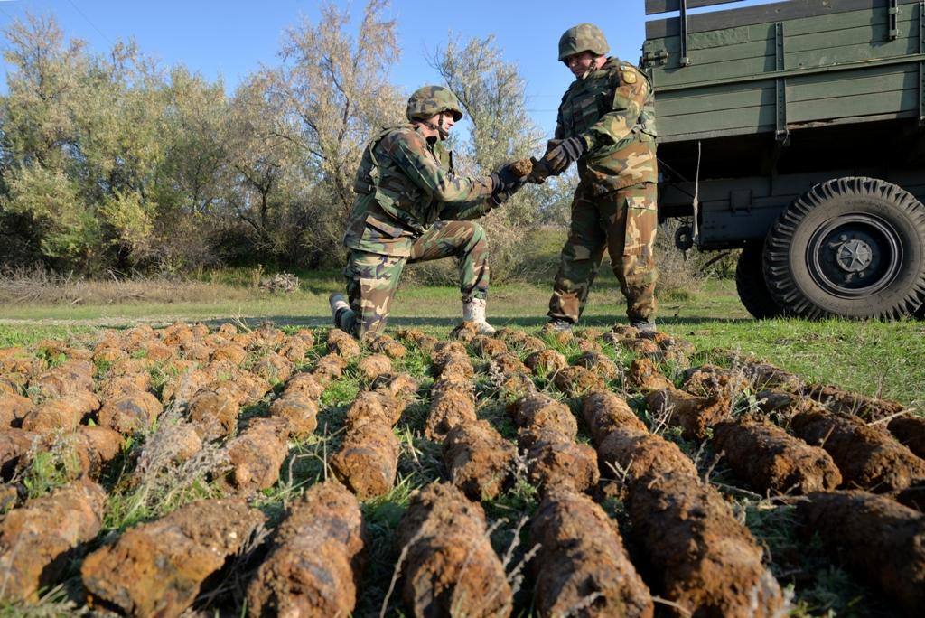 FOTO | Arsenal de muniții  descoperit de geniștii Armatei Naționale la Taraclia