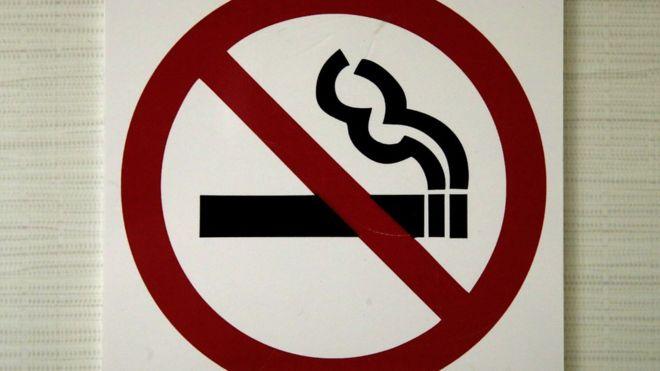 Родителей в России хотят штрафовать за курящих детей