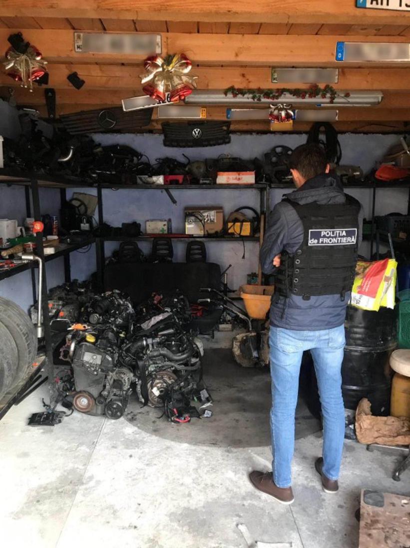VIDEO | Contrabandă cu piese și motoare auto în raionul Edineț. Bunurile erau aduse din UE