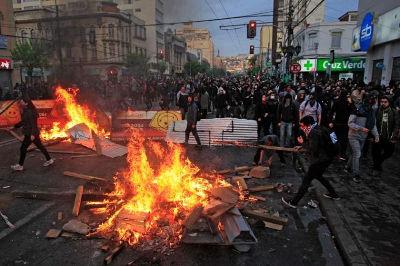 """Chile: 7 morți în urma revoltei, președintele Pinera declară țara """"în război"""""""