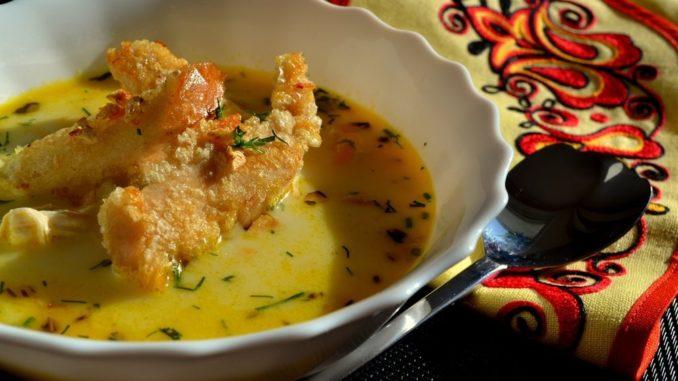 (Бес)полезные советы // Как приготовить сырный суп по‑французски с курицей