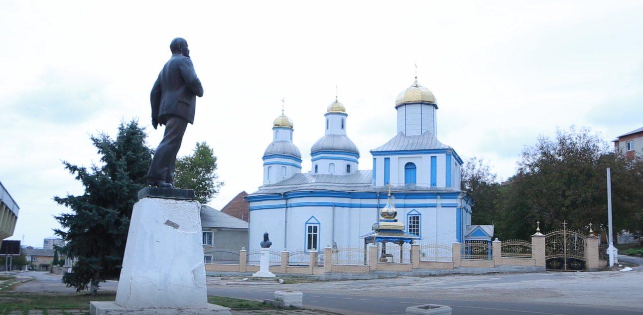 В Атаках боятся снести памятник Ленину