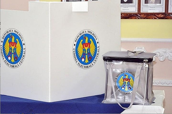 Peste 15% dintre alegători au votat până la ora 12:00