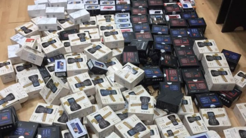 Peste 270 de telefoane mobile, fără acte de proveniență, ridicate în nordul țării